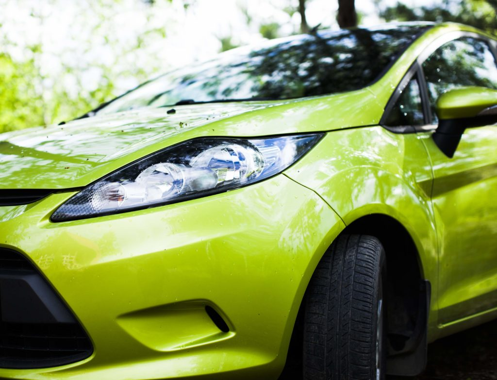 Przyszłość oświetlenia samochodowego – LED-y iświatła laserowe