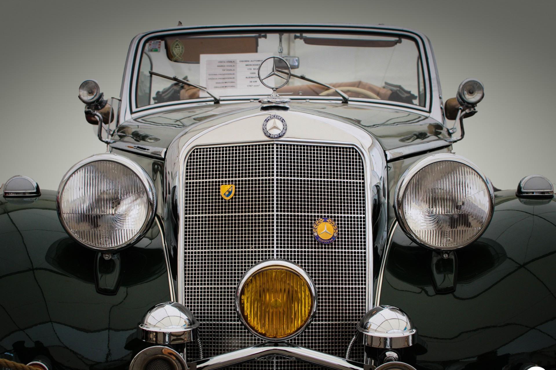 Światła w starych samochodach